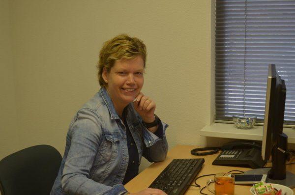 Simone Janssen-Roelvink, P&O-administrateur, s.janssen@ceb-overijssel.nl